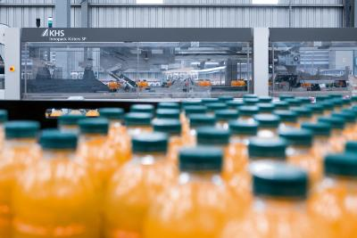 Derzeit verfügt Reginald Lee über vier komplette KHS-Linien, auf denen karbonisierte Getränke und Heißabfüllprodukte in PET-Einwegflaschen verarbeitet werden.