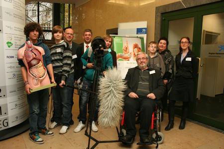 Stellten in Hannover mit Schülern das Filmprojekt über Gesundheitsberufe vor