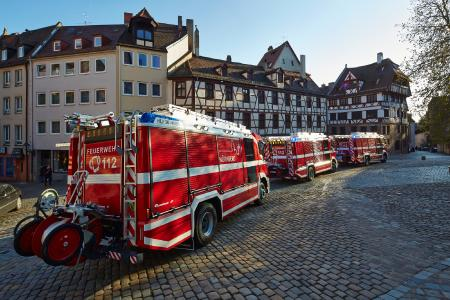 The professional fire department of Nuremberg has switched to Rosenbauer fire trucks. Rosenbauer offers the pressurized foam mixing system DIGIMATIC42 as an equipment option and it is electrically driven with a controller and drive from the Nuremberg-based drive and automatization manufacturer Baumüller