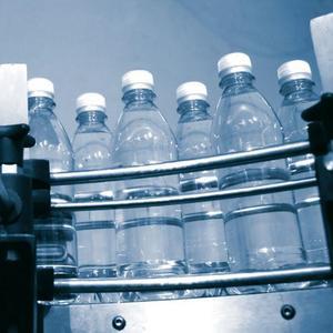 Ressourcenschonung durch leichtgewichtige PET-Flaschen