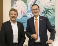 CIO Reinhard Harweg und Geschäftsführer Dr. Andreas Goepfert, (Bildnachweis: Klinikum Braunschweig/Peter Sierigk)