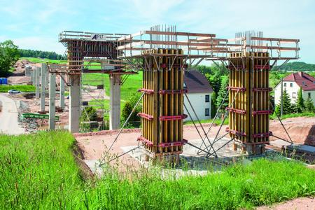 The Kirchberg Bypass crosses the Leutersbach valley on nine pairs of columns up to 16 m high.