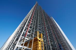 Hoch hinaus auf 38 Metern / In nur 3 Monaten entsteht das neue Regal in Silobauweise