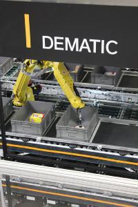 """Die Dematic GmbH hat den Geschäftsbereich """"Robotics Center of Excellence"""" gegründet, der auf die Entwicklung und die Technik von Roboter gestützter Automatisierung spezialisiert ist. (Foto: Dematic)"""