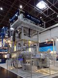 Auf dem Kurtz GIFA-Messestand live in Betrieb: Die mächtige Entgratpresse Kurtz KPS 3000 für wirtschaftliches und zukunftssicheres Stanzentgraten an Gießmaschinen entwickelt bis zu 300 Tonnen Pressendruck.