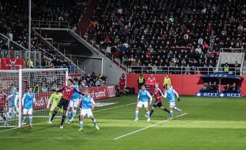 Scoring chance for the Schanzer at the German Bundesliga Derby