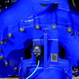 Der FAG SmartCheck im Einsatz an einer Pumpe