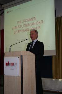 Rektor Prof. Dr. Georg Richter begrüßt die