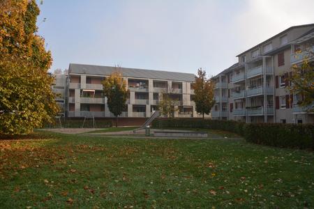 Das Mehrfamilienhaus (rechts) in Ludwigshafen wurde einer eingehenden Studie unterzogen, um die Funktionsfähigkeit des WDVS zu prüfen
