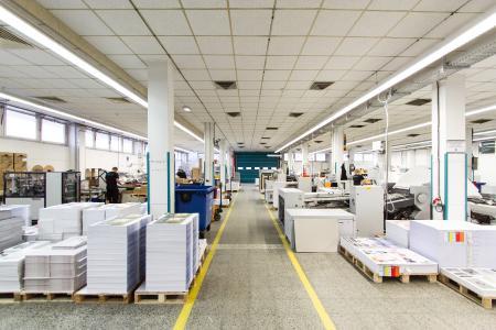 In der Druckerei können im Offsetdruck, im Digitaldruck und in der Werbetechnik Millionen von Produktvarianten hergestellt werden / Quelle: Daniel Isbrecht, LASERLINE