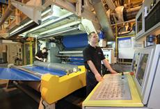 ContiTech Elastomer Coatings employs a new calendering process in the manufacture of its printing blankets. It reduces CO2 emissions by up to 70% in comparison with conventionally produced world standard printing blankets. Photo: ContiTech