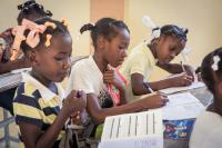 Die in Berlin gegründete Initiative PEN PAPER PEACE setzt sich in Deutschland für die politische Inlandsarbeit mit Kindern und Jugendlichen ein und macht sich auch in armen Ländern für Kinder stark / Foto: PEN PAPER PEACE