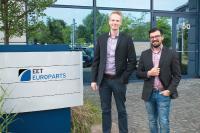 Christopher Warfelmann, Focus Sales Manager ProAV (li.) und Florian Klingen, Business Manager ProAV (re.) bei EET Europarts