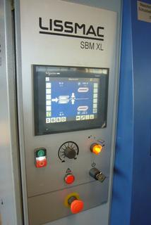 Bild 11: Touchscreen-Display der Entgrat- und Kantenverrundungsmaschine