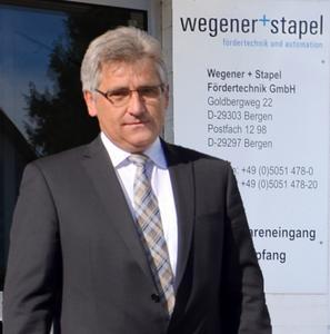 Geschäftsführer Manfred Schleicher präsentiert das neue Produktportfolio