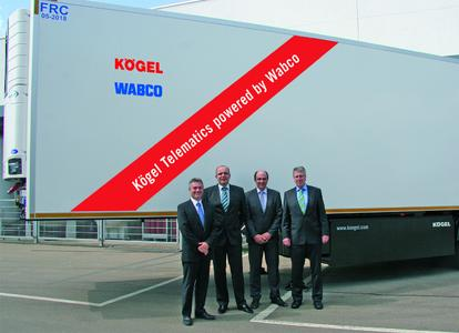 v.l.n.r.: Nick Rens, WABCO Vice President, Aftermarket and Trailer Systems; Thomas Heckel und Thomas Eschey, Geschäftsführung Kögel, und Werner Rempel, WABCO OE Sales Manager Germany, Trailersystems / Foto: Koegel WABCO
