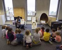 Roboy & Lucy wird Kindern vorgestellt