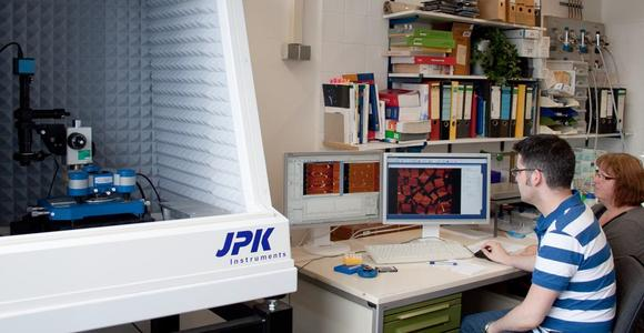 PhD student, Enrico Pibiri, with technical assistant, Angela Tiefnig, with their JPK NanoWizard® system in the laboratory of Professor Philip Tinnefeld at the University of Braunschweig