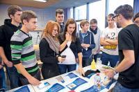 Das Programm COACHING4FUTURE informiert im Raum Böblingen über Hightech-Lösungen und Berufsbilder im naturwissenschaftlich-technischen Bereich. (c) Baden-Württemberg Stiftung gGmbH