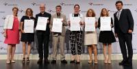 Lisa Krüger, Personalleiterin der perbit Software GmbH (6.v.l.), nahm in Berlin das Zertifikat zum audit berufundfamilie entgegen / Copyright: berufundfamilie, Thomas Ruddies/Christoph Petras