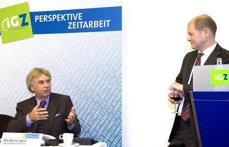 iGZ-Hauptgeschäftsführer RA Werner Stolz kritisierte gegenüber dem stellvertretenden SPD-Vorsitzenden Olaf Scholz (r.) die fehlenden klaren Ansätze der Politik
