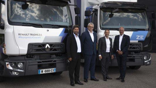 V.l.n.r.: Christophe Martin, Geschäftsführer Renault Trucks Frankreich, – Frédéric Delaval, Geschäftsführer Urby – Olivier Storch, Geopost DPD Group Deputy General Manager – Bruno Blin, Präseident Renault Trucks
