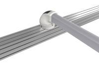 Spezielle Bohrlochadapter, die der Geometrie des jeweiligen Gelenks formschön angepasst sind, ermöglichen eine Montage von Tragarmsystemen ohne überstehende Flanschfüße / Bild: Rolec Gehäuse-Systeme GmbH