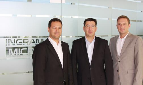 Renke Krüger, Director der neuen Imaging Multimedia Group (IMG), mit Robert Beck, Vice President Product Management, und Christoph Dassau, Director Professional Audio Video Group (PAVG) (v.l.)