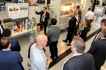 The latest in bottling systems for PET containers have met with considerable interest among industry experts and representatives of the beverage industry alike. Focus was on the subjects of cost savings, sustainability and recycling