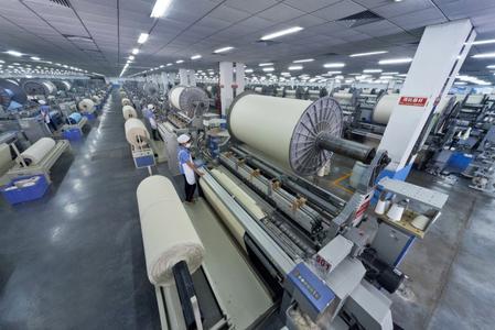 Mit den vertikal organisierten Produktionsprozessen Weben, Bleichen, Drucken, Färben und Veredeln auf insgesamt 167.000 Quadratmetern Produktionsfläche und einem jährlichen Output von bis zu 45.000 Tonnen ist das Unternehmen in erster Linie auf den breiten Export seiner Waren ausgerichtet. © Loftex China Ltd.