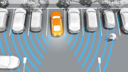 Eine neue Sensorgeneration erkennt beim Rückwärtsfahren querende Fahrzeuge und warnt den Fahrer vor einer Kollision