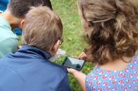 Flora Incognita App - Anwendung durch Kinder / Bild: © TU Ilmenau/Susanne Hejja