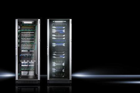 Mit der Vereinbarung haben sich Rittal, IBM und Anixter zum Ziel gesetzt, künftig alle IBM Rechenzentren in Europa mit Rittal TS IT Server- und Netzwerkschränken auszustatten. Foto: Rittal GmbH & Co. KG