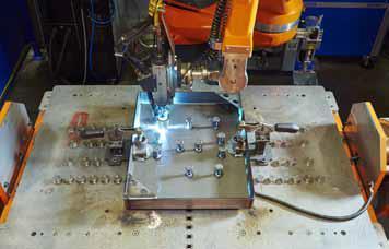 Die neue Schweißanlage kombiniert Bolzen- und Lichtbogenschweißen in einem System.