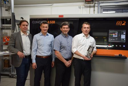 C 2 The managing directors of toolcraft together with the major Ben Schwarz in front of the new metal laser melting machine