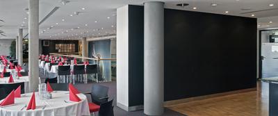 Auf den schwarzen Wandflächen konnte sich Premium Color bestens bewähren, denn die Farbe ist sehr beständig gegen den Schreibeffekt durch Abrieb