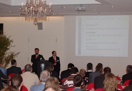 Mit dem Motto 'Komplexe Dokumente einfach', begrüßten die SCHEMA-Geschäftsführer die Teilnehmer.