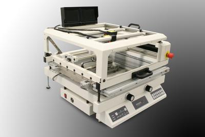 Der Tabletop-Drucker SP004 ist das Nachfolgemodell des SP003. Dieses Gerät wurde komplett überarbeitet.