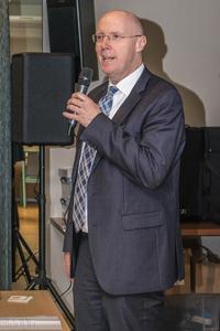 Bürgermeister Christoph Gerwers betont die Notwendigkeit des Breitbandnetzes. Foto: Deutsche Glasfaser.