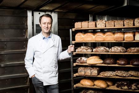 """Roland M. Schüren, Inhaber von """"Ihr Bäcker Schüren"""", setzt ganz auf Nachhaltigkeit im Unternehmen. Foto: EFA"""