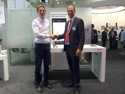 Unterzeichnung des Kooperationsvertrags von BELECTRIC Drive und Bosch Software Innovations
