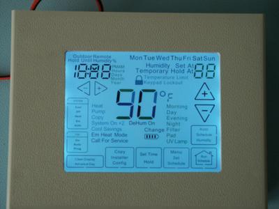 Die von Elatec neu ins Vertriebsprogramm aufgenommenen FSC LCD-Panels eignen sich optimal für sehr preissensitive individuelle Lösungen im Indoor-Bereich