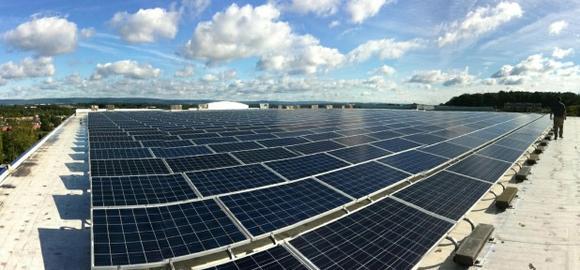 Die 160 kWp Photovoltaikanlage auf dem neuen Firmengebäude von AMERICAN MINT in Mechanicsburg, Pennsylvania (Foto: GÖDE Gruppe)