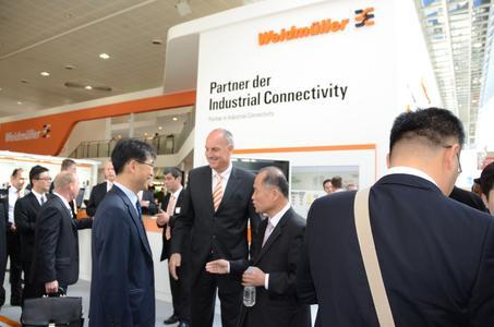 Auf der Hannover Messe 2012 knüpfte Weidmüller Verbindungen mit Kunden und Partnern weltweit / Besonderer Schwerpunkt: das Partnerland China