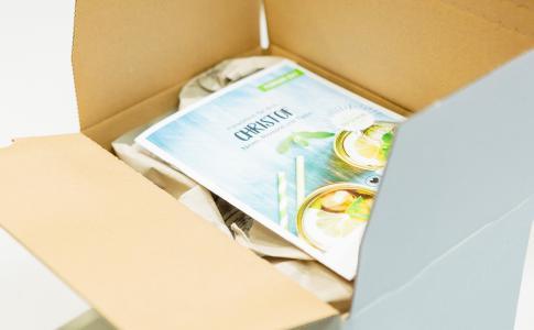 Personalisierte Paketbeilage von Adnymics im Paket