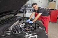 In der Region Stuttgart konnten im vergangenen Jahr über 600 junge Menschen mit der Ausbildung zum Kraftfahrzeugmechatroniker in eine erfolgversprechende berufliche Zukunft starten(Foto: Handwerkskammer Region Stuttgart)