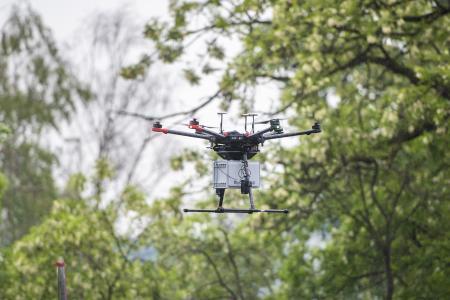 Die Drohne, die künftig über dem Werksgelände von thyssenkrupp in Duisburg eingesetzt wird, misst eine Spannweite von 1,20 m und hat eine Transportlast von 4,5 kg
