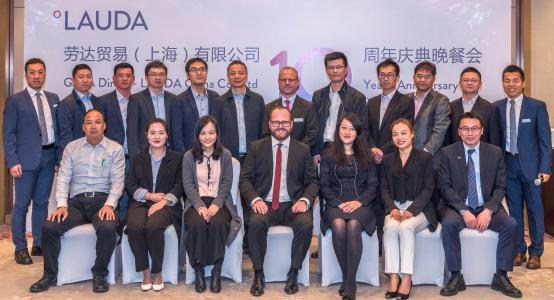 Ten years LAUDA China: The President and CEO of LAUDA, Dr. Gunther Wobser (middle, front) celebrated together with the staff of the sales subsidiary in Shanghai.