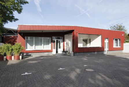 Die neuen Büroräume des Fachbetriebs Köhler in Frankfurt wurden auf dem hinteren Teil des Firmengeländes an der Friesstraße im Gebäude einer ehemaligen Schreinerei eingerichtet, Foto: Caparol Farben Lacke Bautenschutz/Claus Graubner