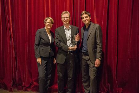 Geberit erhält CDQ Good Practice Award 2017. v.l.n.r. Prof. Dr. Christine Legner (The Competence Center Corporate Data Quality), Jürgen Lay (Geberit), Stefano Giacomello (Geberit)